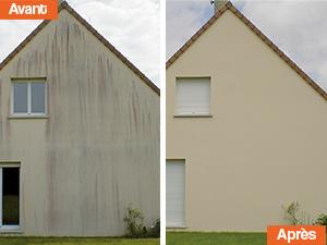 Façade de maison avant et après nettoyage des champignons rouges