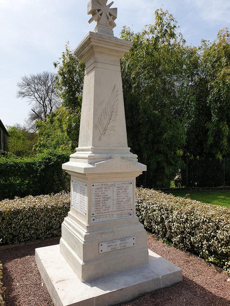Monument aux morts après le nettoyage par aérogommage