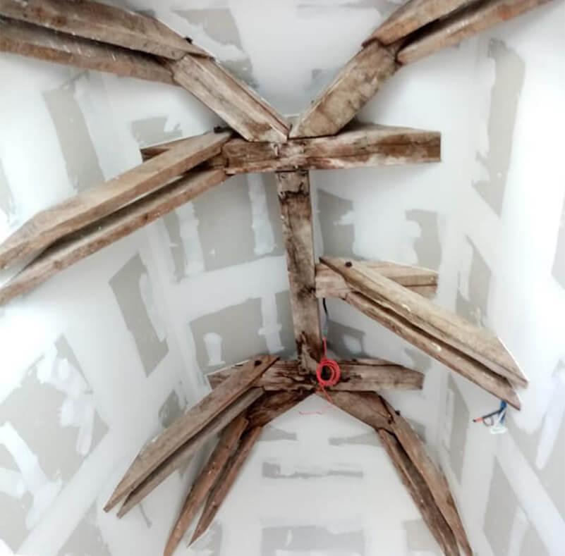 Poutres araignées pleine de peinture blanche